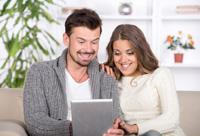 Paar hat Girokonto ohne Gebühren