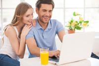 Paar eröffnet Kostenlose Konten