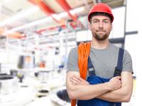 Mann eröffnet Tagesgeld für Arbeiter