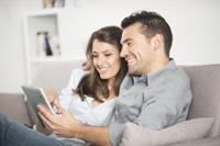 Paar hat Tagesgeld mit Zinseszins