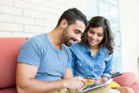 Paar schliesst Tagesgeldkonto ohne monatlichen Mindestgeldeingang ab